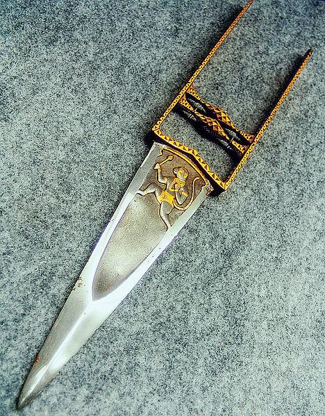 тычковый нож катар